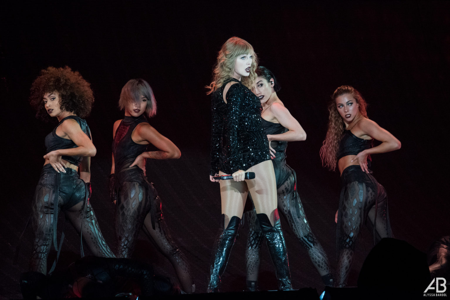 Reputation Stadium Tour Taylor Swift Delivers Perfection In St Louis Archcity Media